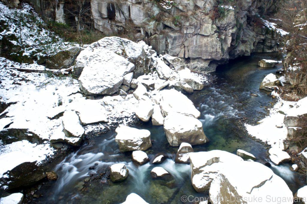 冬の磊々峡の流れ