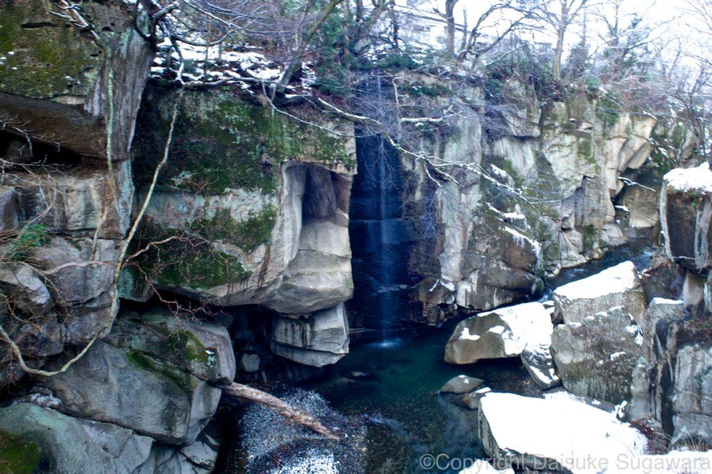 冬の磊々峡の滝